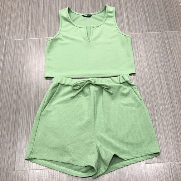 SHEIN Notch Neck Tank Crop Top & Tie Waist Shorts